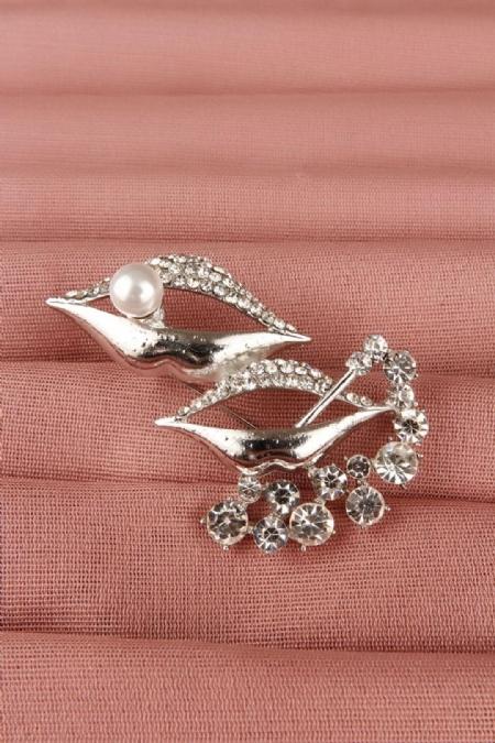 Gümüş Parlak Taşlı Dudak Tasarımlı Bayan Broş-BRS112